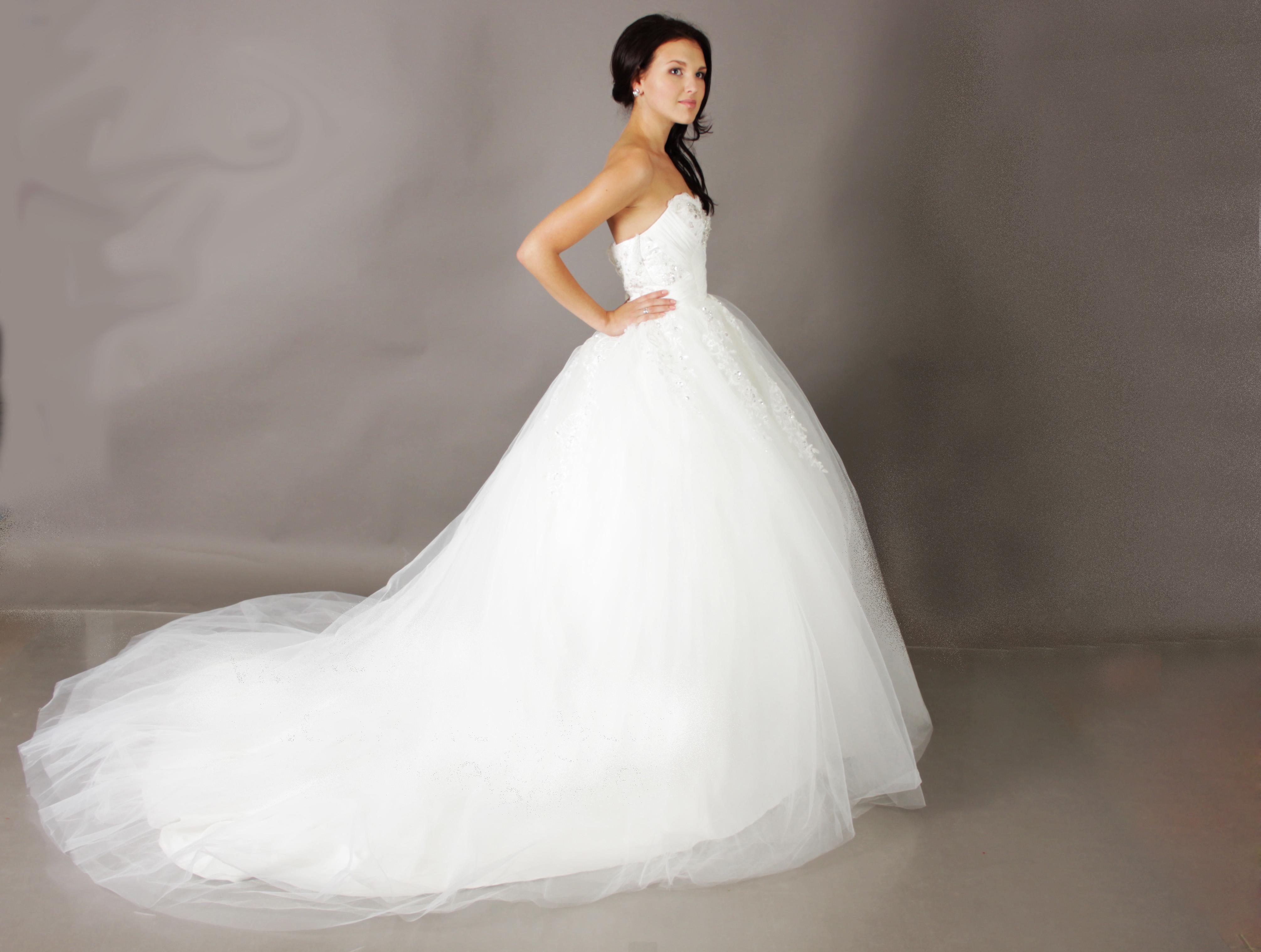 Фото и цены на Свадебные платья силуэт «Пышное