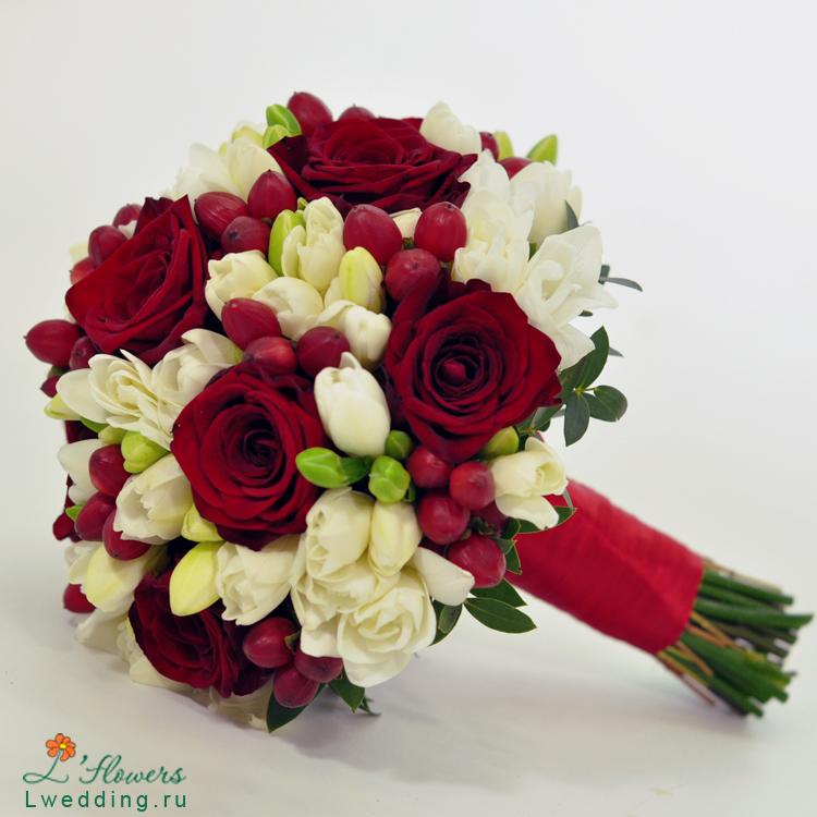 Букет невесты розы бордовые