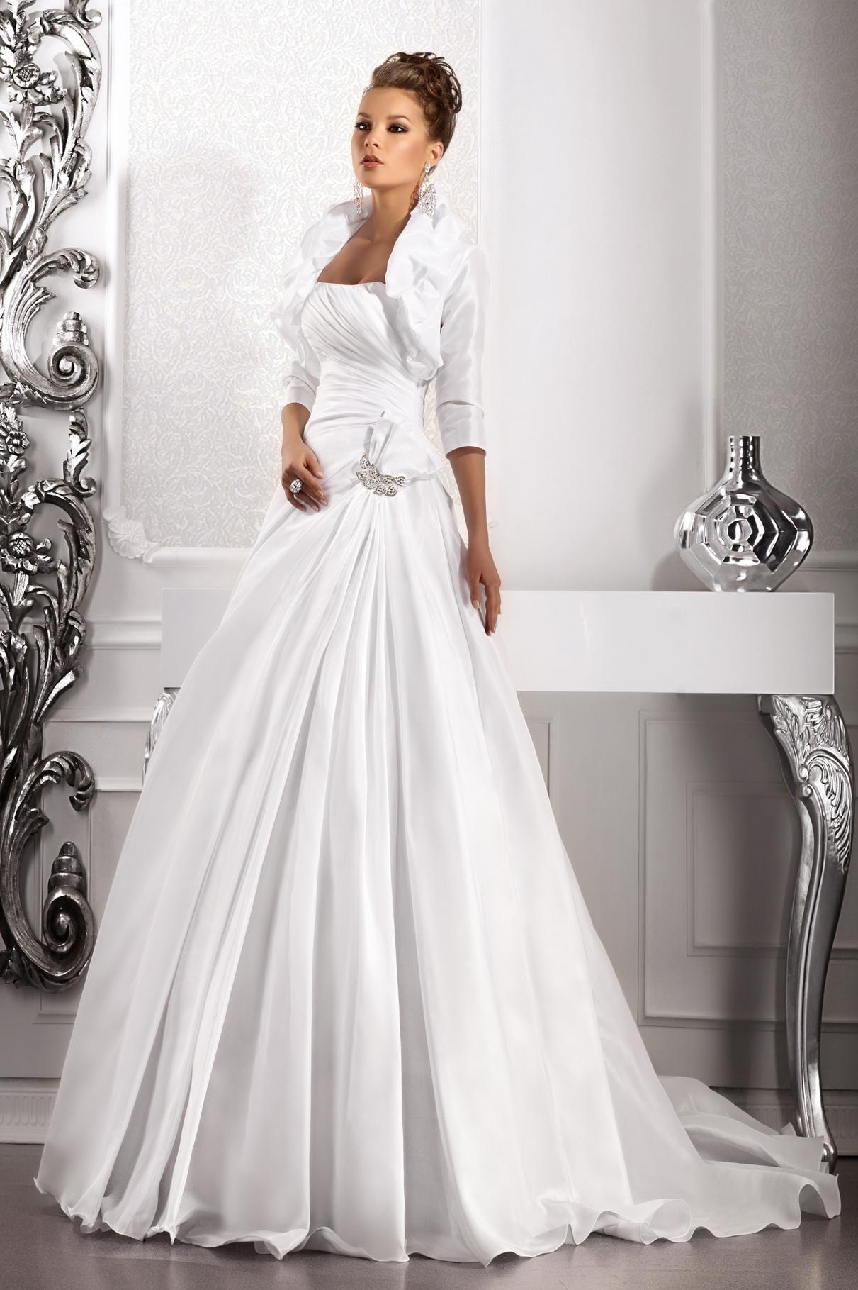 Анна. Свадебное платье напрокат Очаровательное свадебное платье, р. 40-46 возможно больше так как карсет, рост 150-165. Цена 2500руб. высылаю фото на