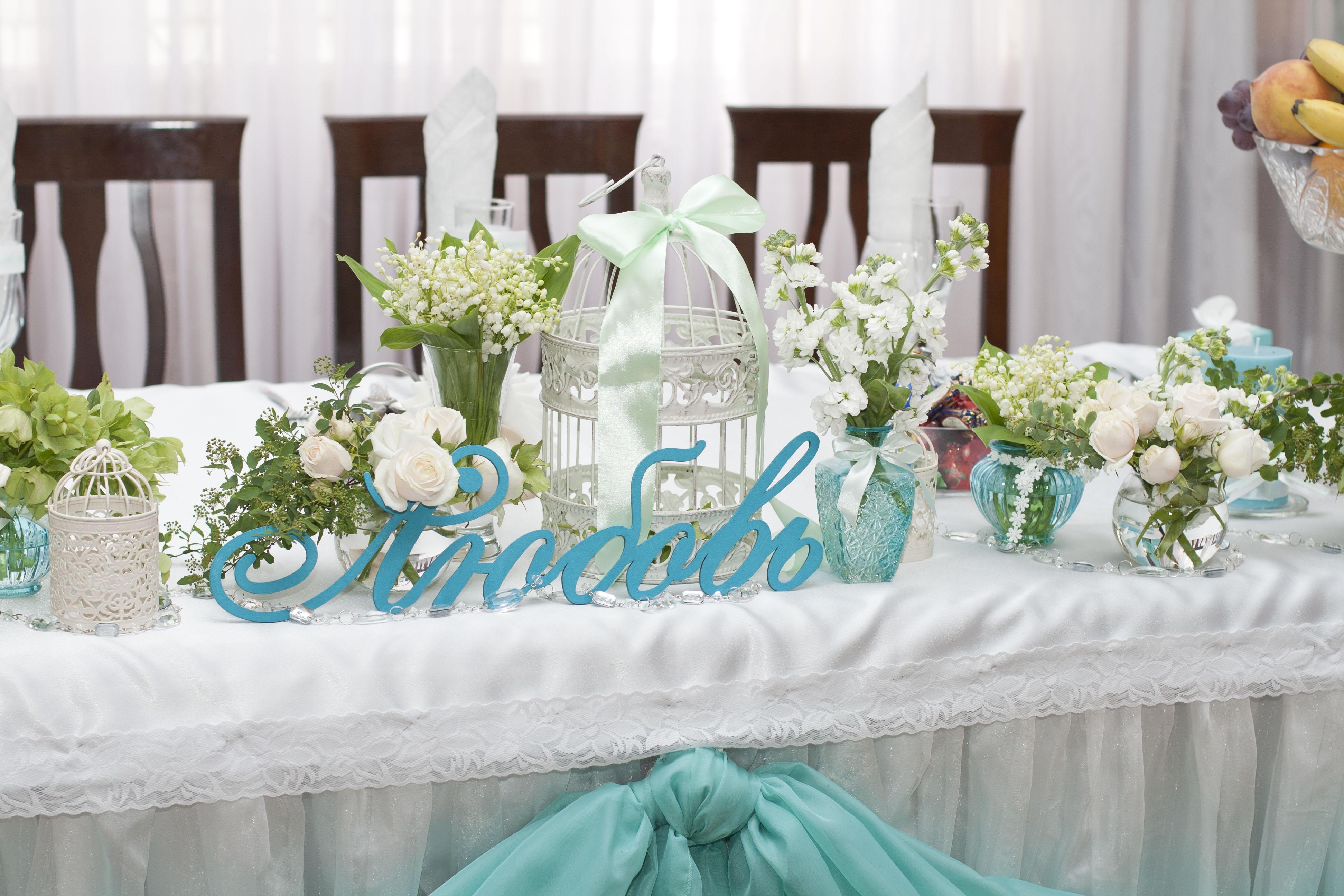 Как украсить свадебный стол молодоженов своими руками