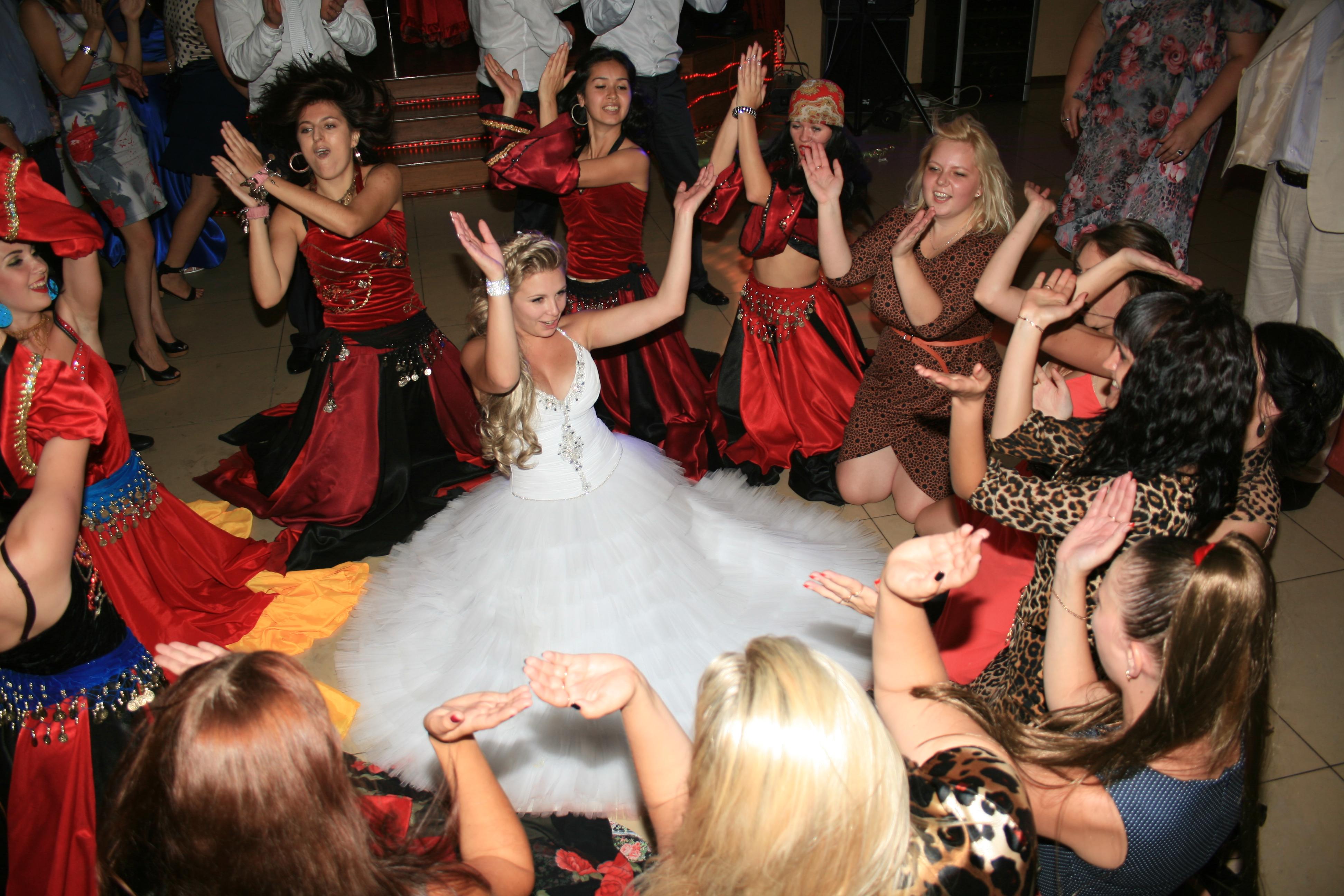 Танец на свадьбу в подарок цыган