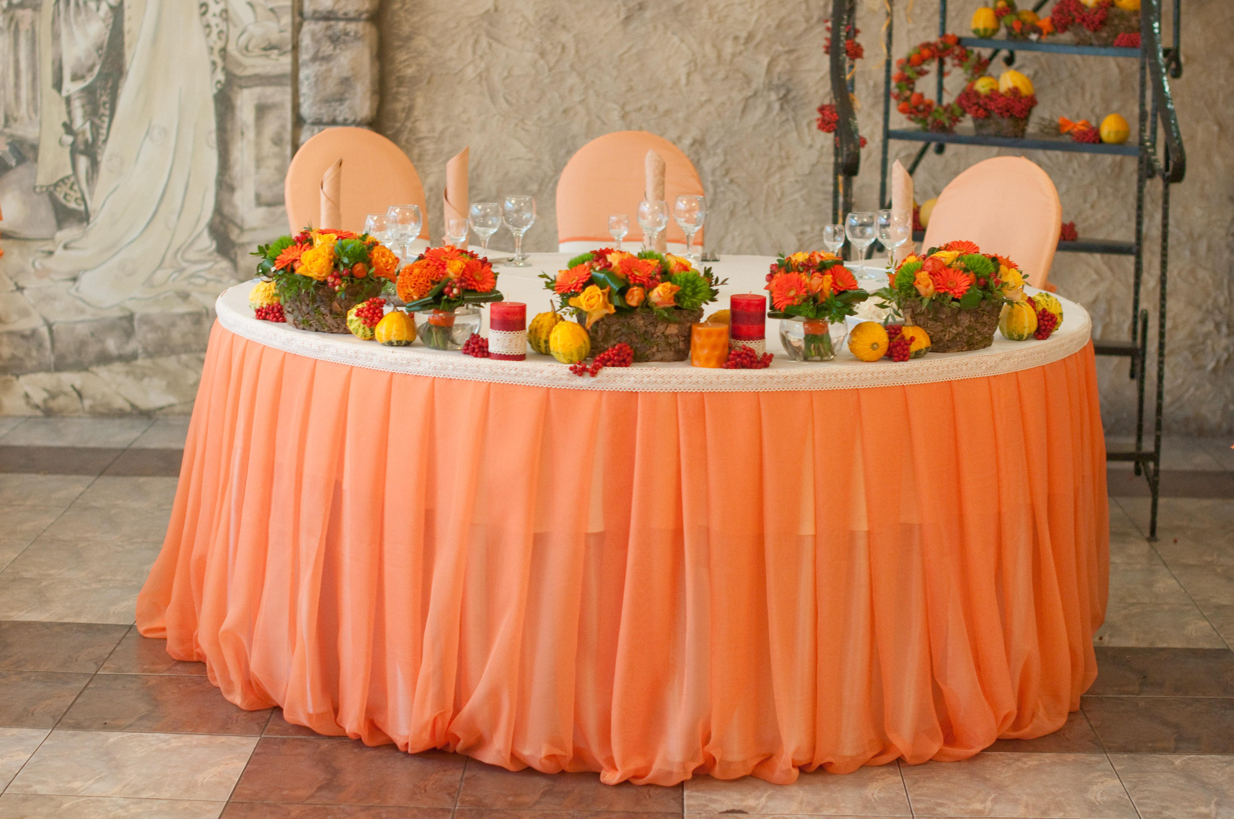 Фото оранжевый зал