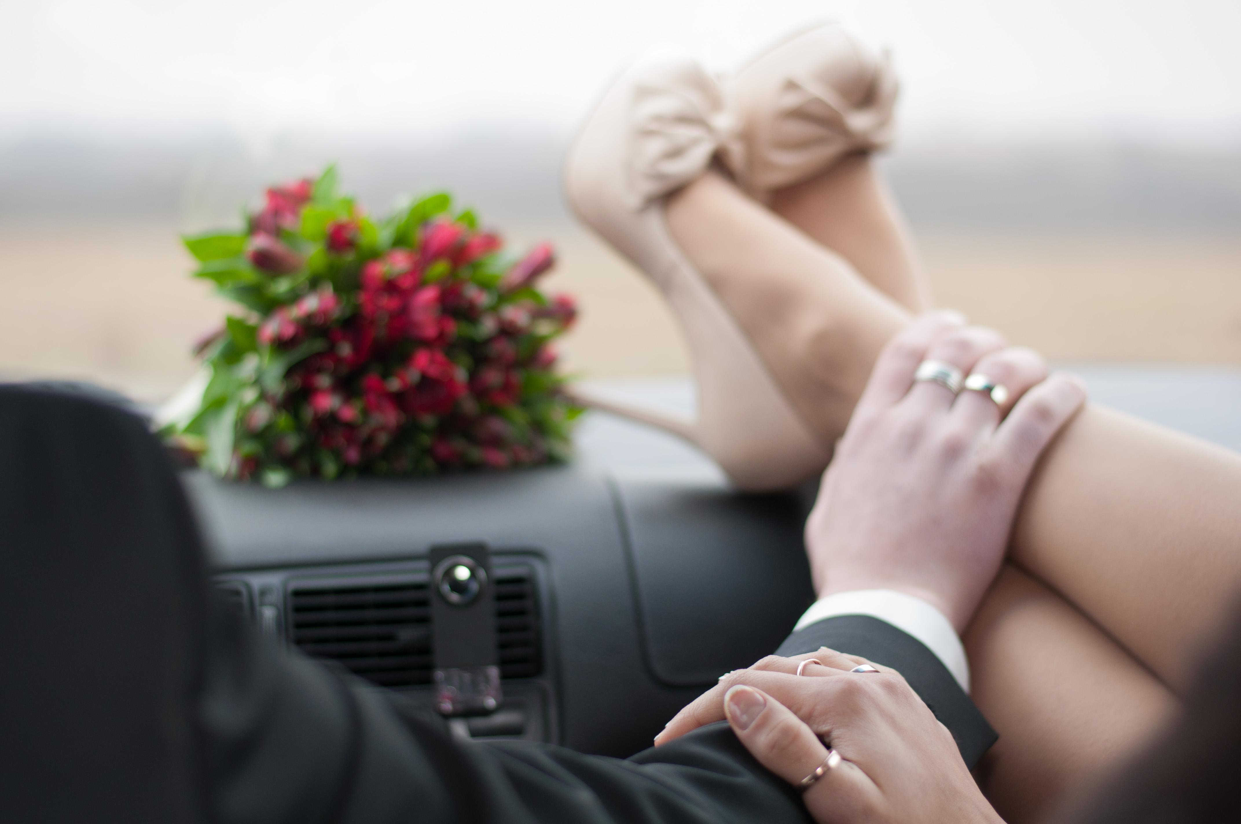 Целует ноги жене, Муж целует ноги жене - сборник красивых стихов в Доме 15 фотография