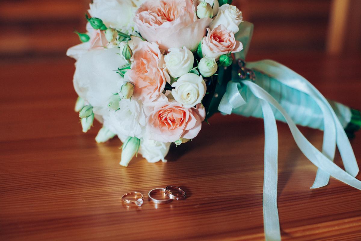 e1c6afc8454b85f Свадебные кольца и букет невесты для свадьбы в мятном цвете: фото ...