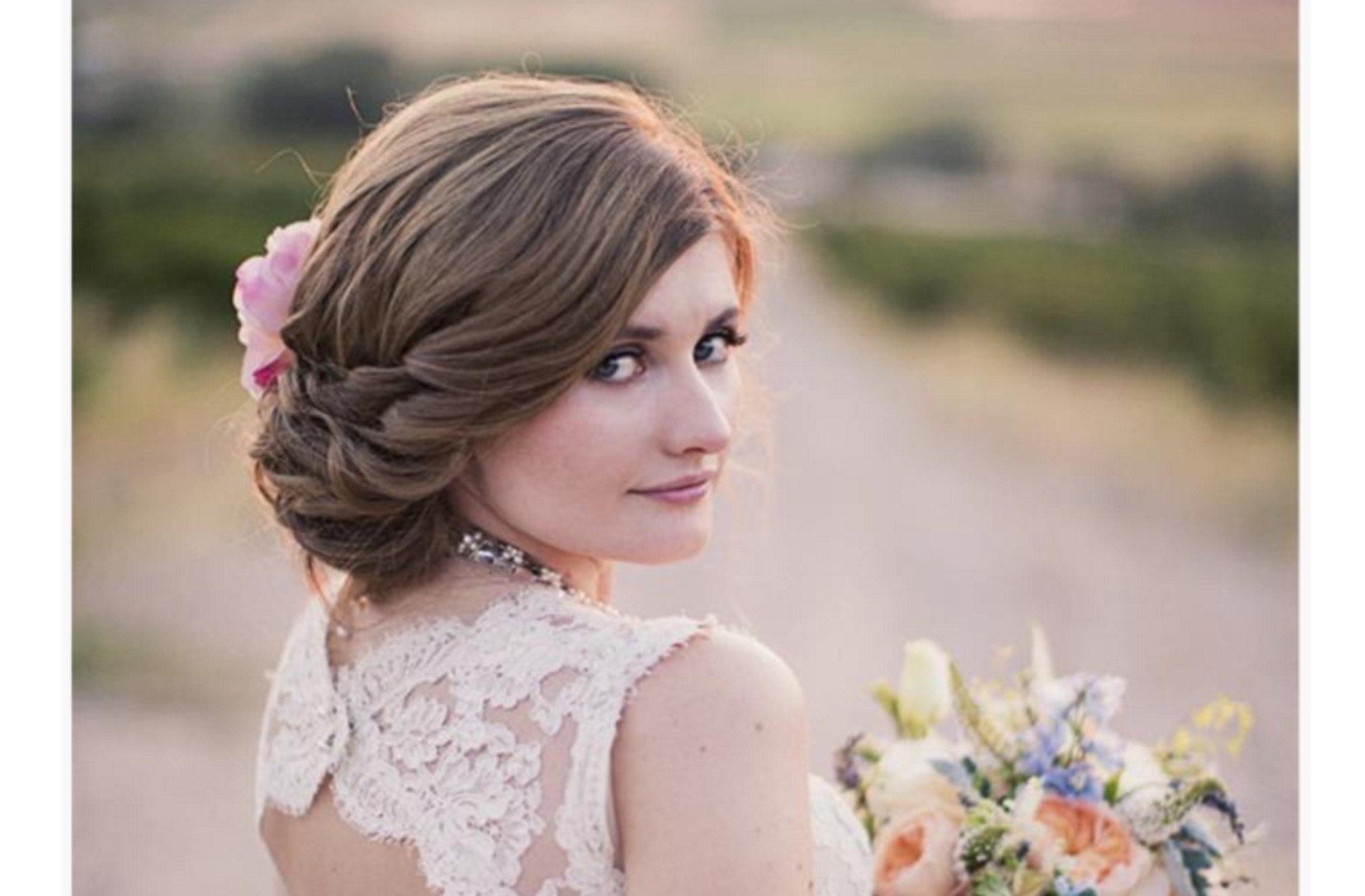 Свадебные прически с чёлкой на средние волосы фото