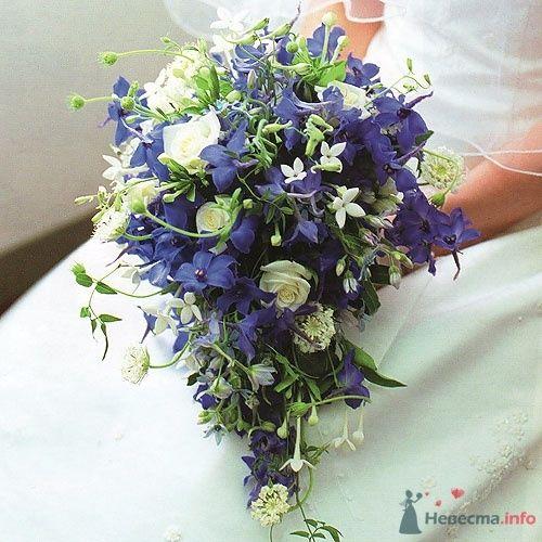 Синий каскадный букет невесты с белыми розами. - фото 34 simik