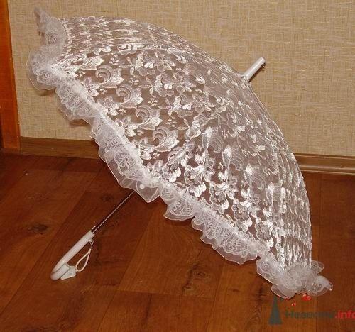 Кружевной зонт для свадебной фотосессии.