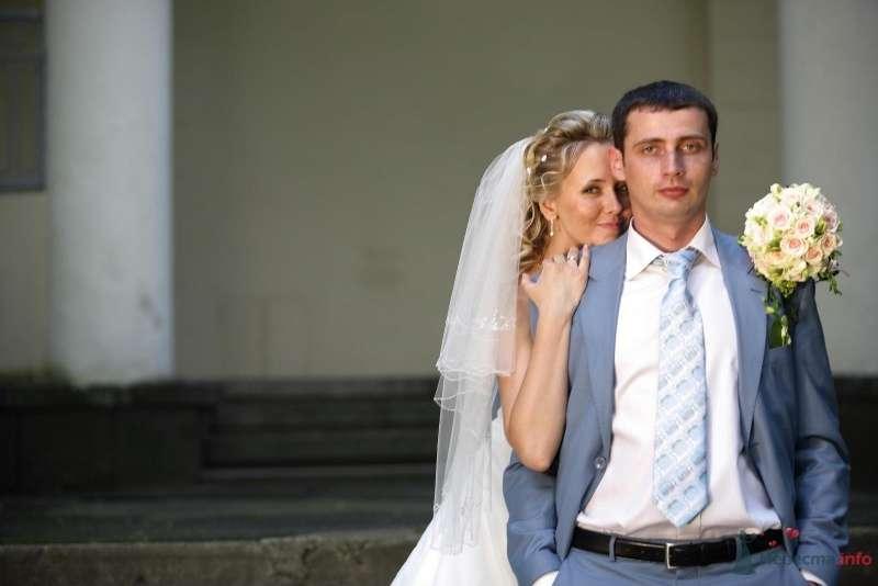 """Голубой костюм жениха """"двойка"""" с голубым клетчатым галстуком, белой рубашкой и черным ремнем - фото 36558 РАДОСТЬ"""