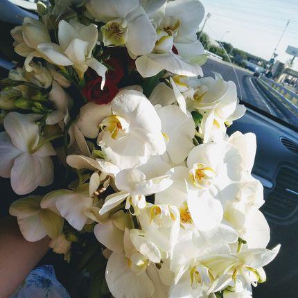 Букет невесты каскадный - букет капля из орхидей