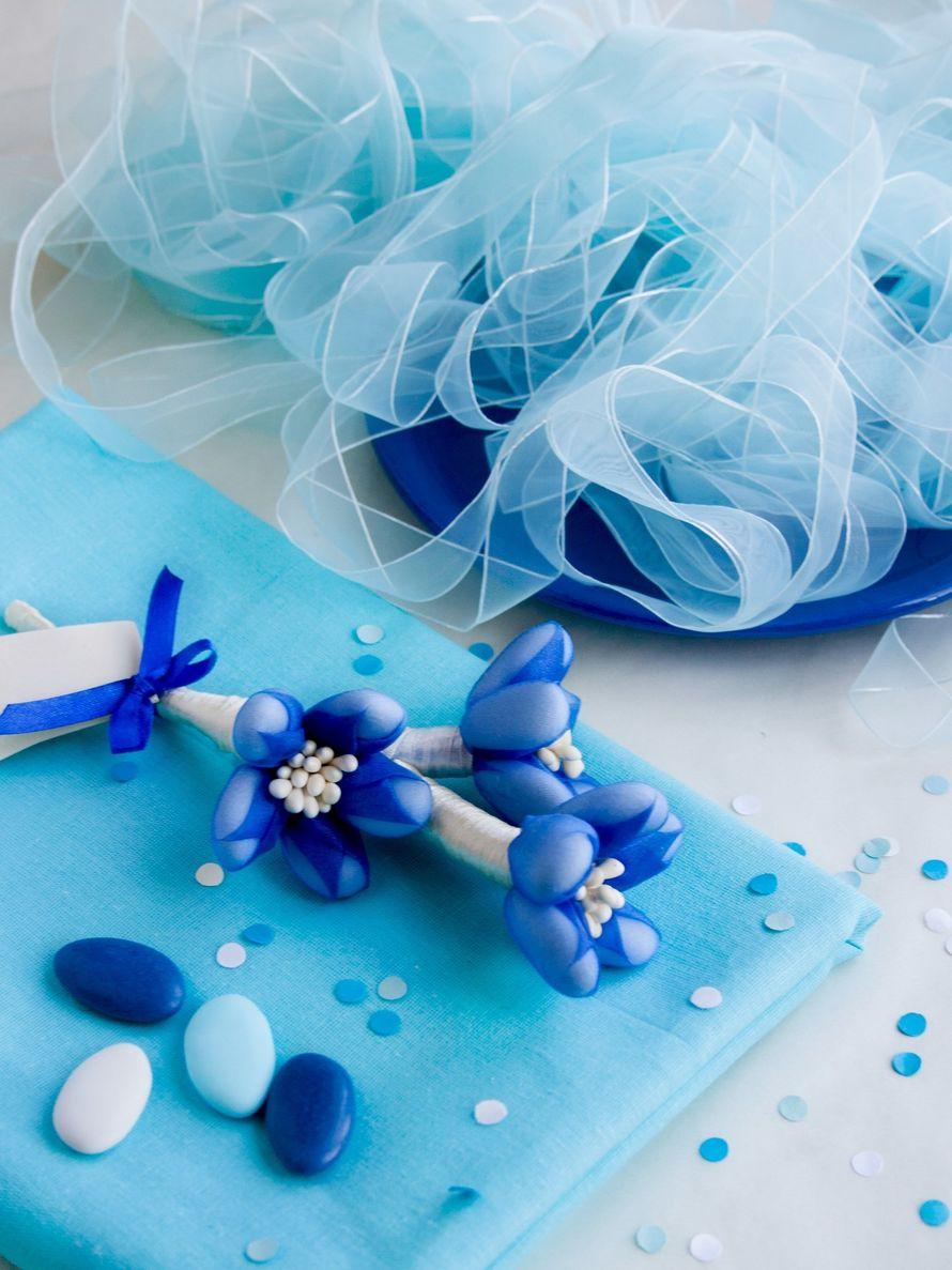 """бонбоньерка Цветы Сульмоны в бело-синем цвете - фото 13868384 Свадебные бонбоньерки """"Бон-бон"""""""
