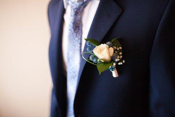 Бутоньерка для жениха под букет невесты