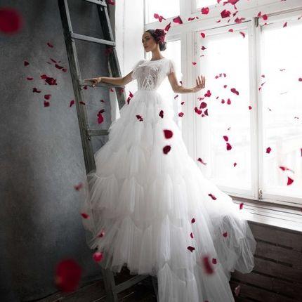 Пышное платье без рукавов