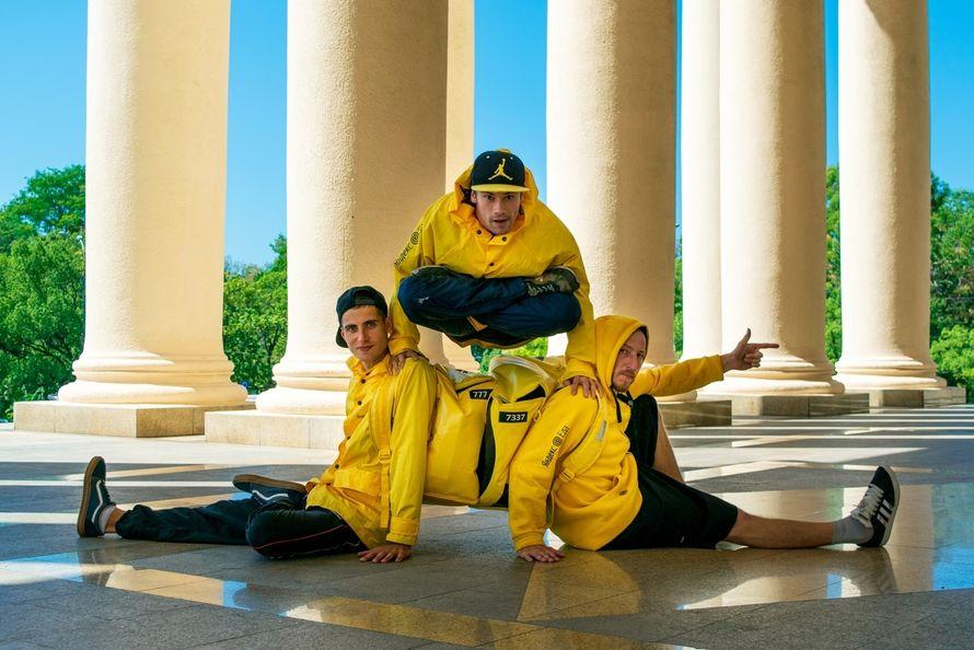 Танцевальное шоу-сюрприз с элементами акробатики