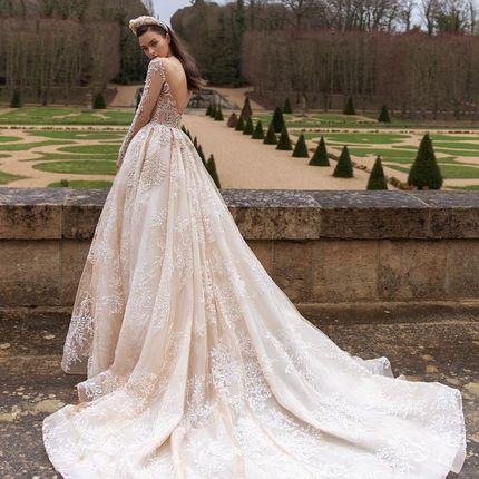 Пышное платье с вышивкой