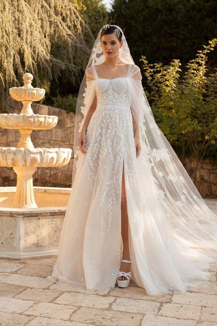 Свадебное платье с высоким вырезом на ноге