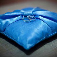 Голубая подушечка для колец