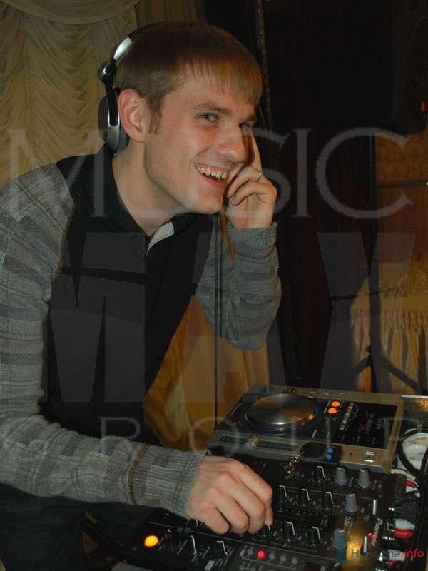 DJ Nils - фото 64831 Ведущие Андрей Чуприн, Олег Малахов, Алексей Гордеев и DJ Nils.