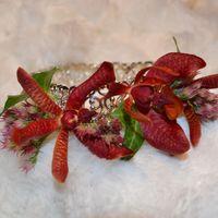 браслет с орхидеями на руку невесты или подружки