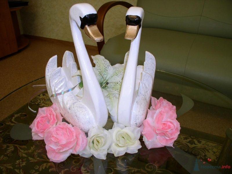 Пара влюбленых лебедей цена 4000руб. т.8-951-86-88-187 - фото 70377 Украшения на свадебные авто