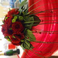 Флористическая композиция. Оформление стола тканью подсветкой
