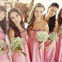 """""""Marry me!!!"""" не только создает завершенные образы подружек невесты, но и оформляет букеты для каждой. Штатный флорист предоставит Вам каталог, в котором вы сможете найти идеальный букет не только для своих подруг, но и для себя!"""