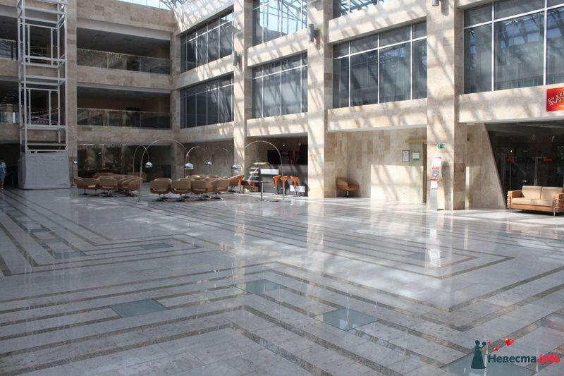 Атриум перед входом в зал м. Текстильщики - фото 102384 Невеста01