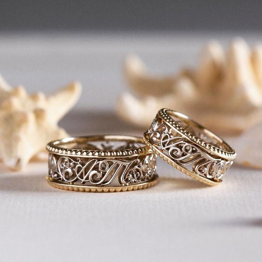 Обручальные кольца с инициалами молодожёнов. Комбинированное золото 585 пробы. - фото 12266602 Ювелирная студия UvelirMoscow