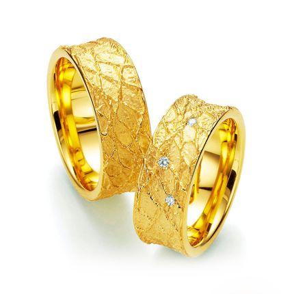 Парные обручальные кольца на заказ из жёлтого золота с бриллиантами