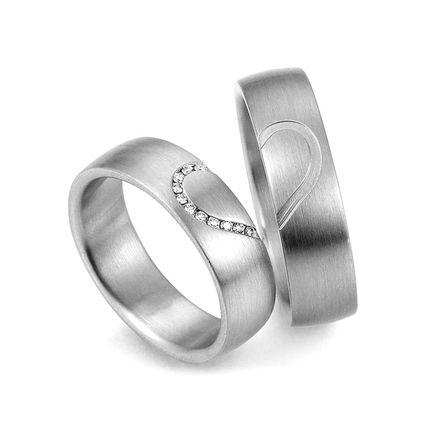 Обручальные кольца из белого золота с сердцем парные