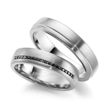Обручальные кольца из белого золота с чёрными бриллиантами