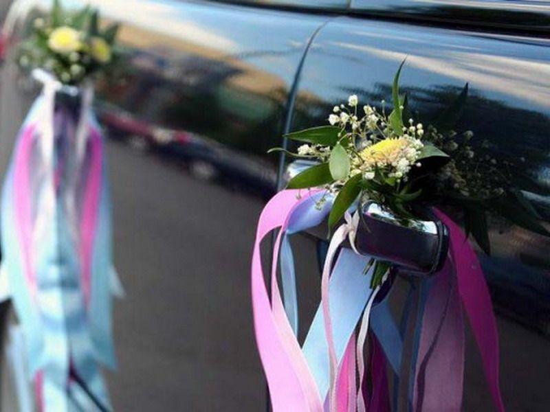 Мини букетик  из полевых цветочков, подвязанный розовой и голубой атласной лентой- украшение для дверей свадебного авто. - фото 924451 vuchenka