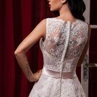 """Свадебное платье """"Мира""""  Фасон: а-силуэт Материал: кружево и фатин Шлейф: длинный, пристегивается (можно укоротить) Особенности: пуговки по спинке или шнуровка Цвет: пудра, айвори, белый"""