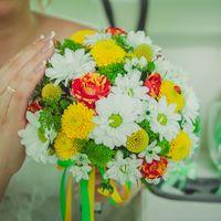 Букет невесты из роз, ромашек и астр