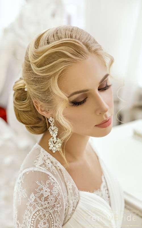 Лучшие свадебные прически от лучших стилистов