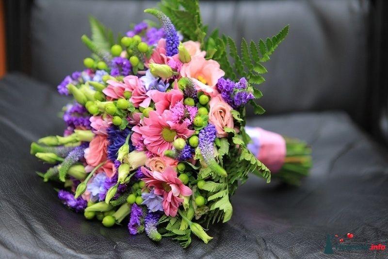 Букет невесты из розовых эустом и хризантем, зеленого папоротника, - фото 121669 kosca