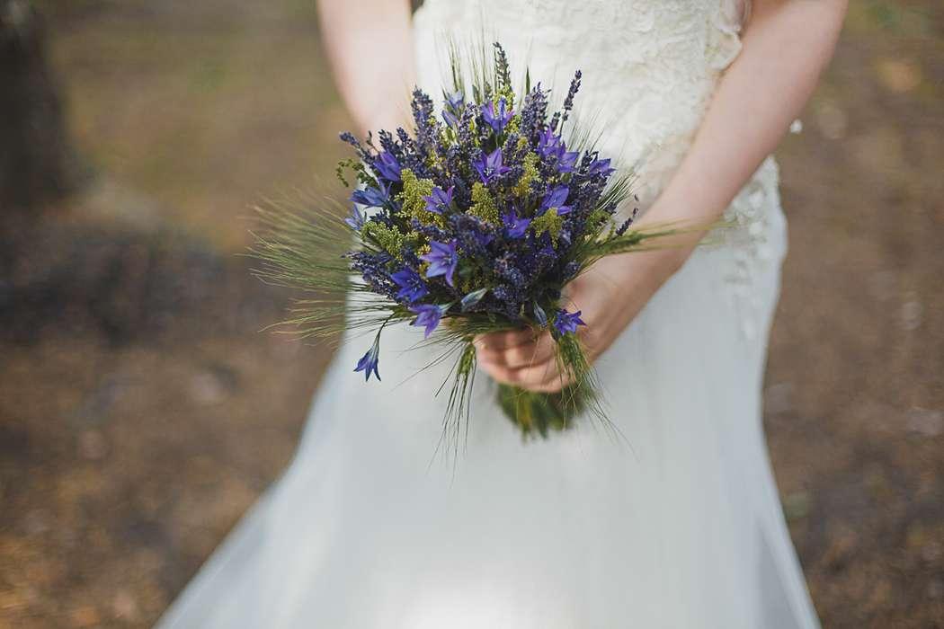 Букет невесты из колокольчиков и лаванды в стиле Прованс - фото 2186448 Фотограф Светлана Колесова