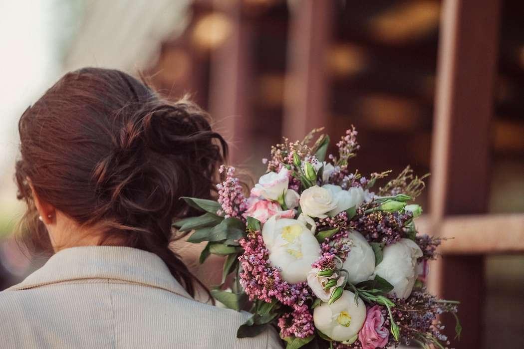 фото шатенок с букетом цветов без лица наши