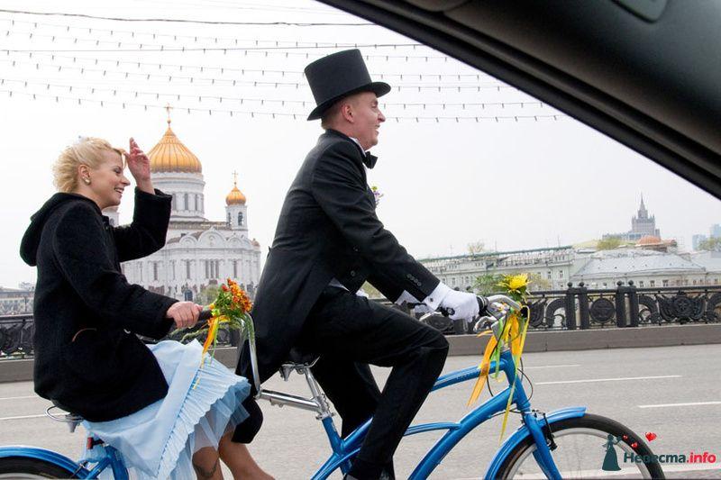 В загс на велосипеде..