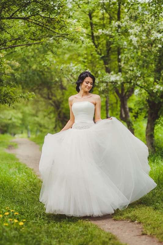 """Многие невесты в свой прекрасный день- хотят быть как принцессы. Невеста Кристина, хотела прическу как у Жасмин- из сказки """"Алладин и волшебная лампа""""- вот и пришлось, так сказать адаптироваться))) Благодарю Сашу, за такую принцессу.... - фото 1377485 Свадебный стилист Ирина Дядькина"""