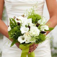 Букет невесты в бело-зелёной цветовой гамме