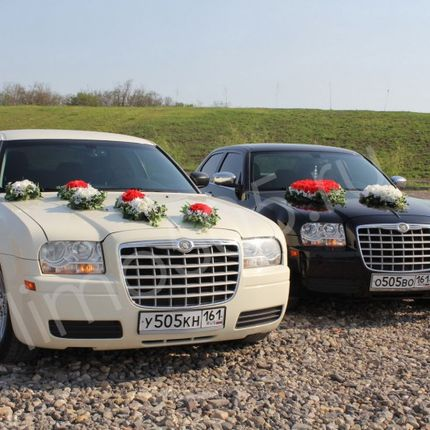 Чёрный и белый Chrysler 300C - аренда