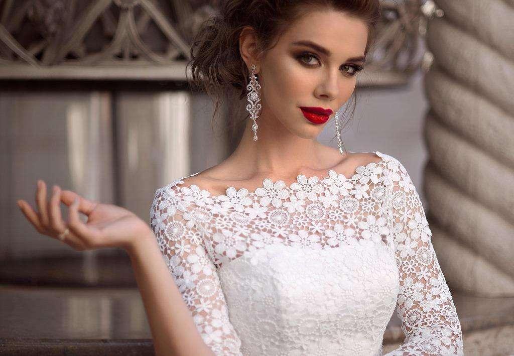 одном как подобрать украшение к свадебному платью фото оттеняет сладость благодаря