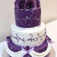 Свадебный торт белый с фиолетовым (сиреневый торт) - заказ в кондитерском ателье СВИТ МЭРИ, доставка, дегустация, цены на нашем сайте.