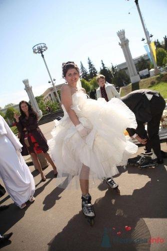 Невеста в пышном свадебном платье на роликах. - фото 179 inca-sova