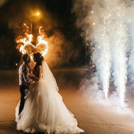 Дорожка из пиротехнических фонтанов и огненное сердце