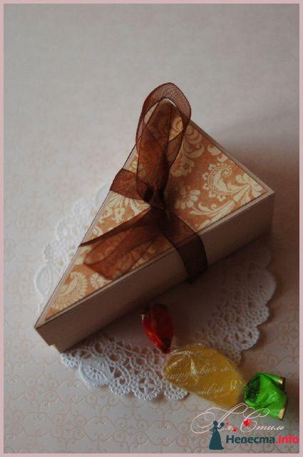 """Бонбоньерка """"Кусочек шоколадно-карамельного тортика"""" - фото 110142 Ля Стиль - цветы и подарки"""