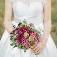 Букет невесты из артишоков и астр в розовых тонах