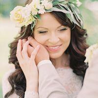 образ невесты, стиль невесты, цветочный венок, украшение в прическу