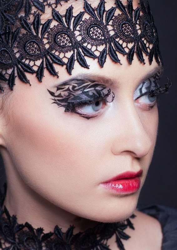 """Волосы и шею невесты украшают чёрные кружевные ленты - фото 3040339 Школа-студия """"Бабенко make up"""""""