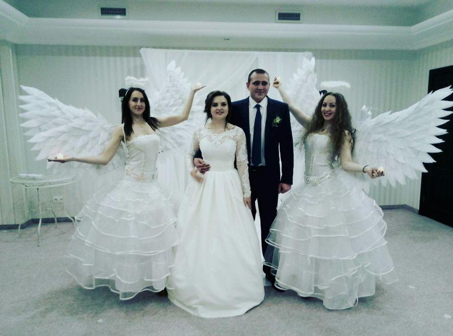 Сопровождение танца молодых ангелами
